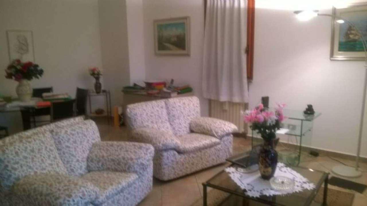 Villa in vendita a San Donato Milanese, 7 locali, prezzo € 630.000 | Cambio Casa.it