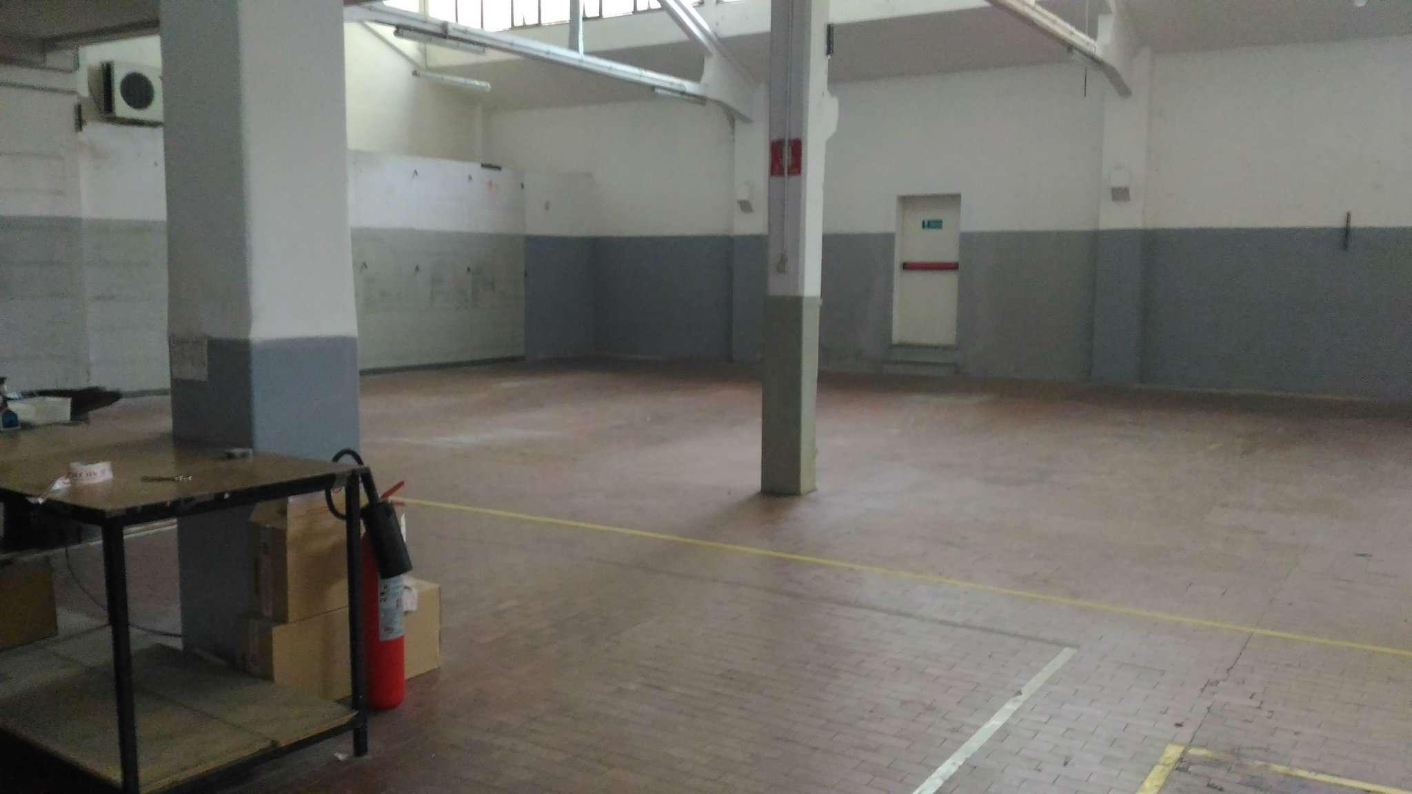 Capannone in vendita a Milano, 12 locali, zona Zona: 7 . Corvetto, Lodi, Forlanini, Umbria, Rogoredo, Trattative riservate | Cambio Casa.it