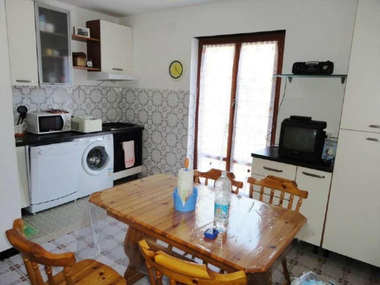Appartamento in vendita a Lumarzo, 4 locali, prezzo € 65.000 | Cambio Casa.it