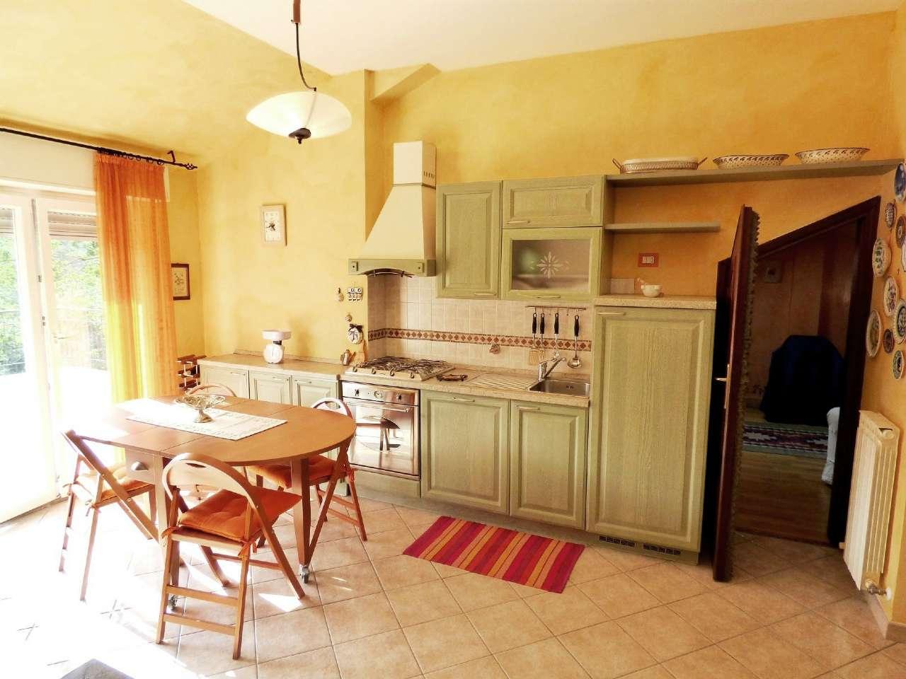 Appartamento in vendita a Moconesi, 4 locali, prezzo € 84.000 | CambioCasa.it