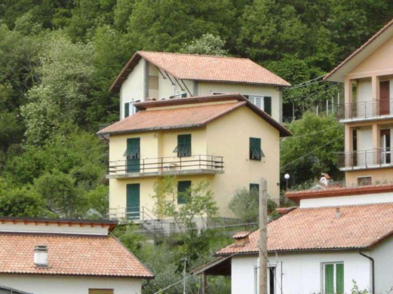 Appartamento in vendita a Lumarzo, 4 locali, prezzo € 68.000 | Cambio Casa.it