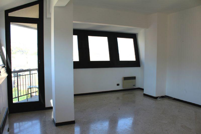 Genova Affitto APPARTAMENTO Immagine 3