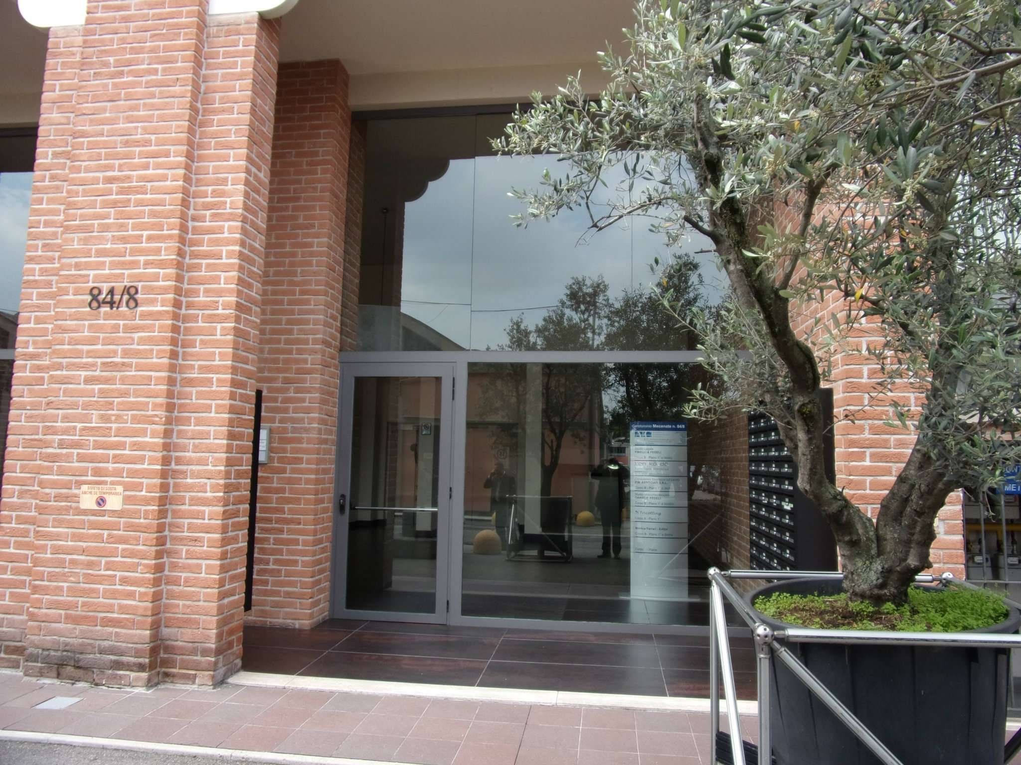 Bilocale Milano Via Mecenate 2