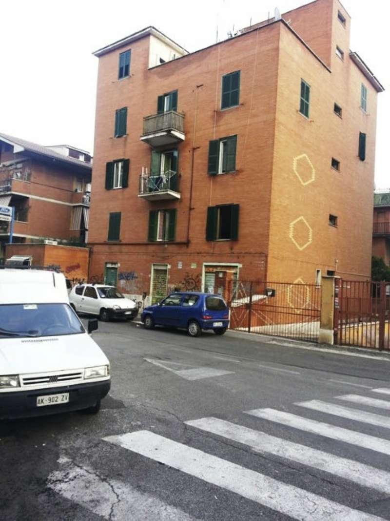 Negozio in vendita a Roma in Via Acquedotto Paolo, 173