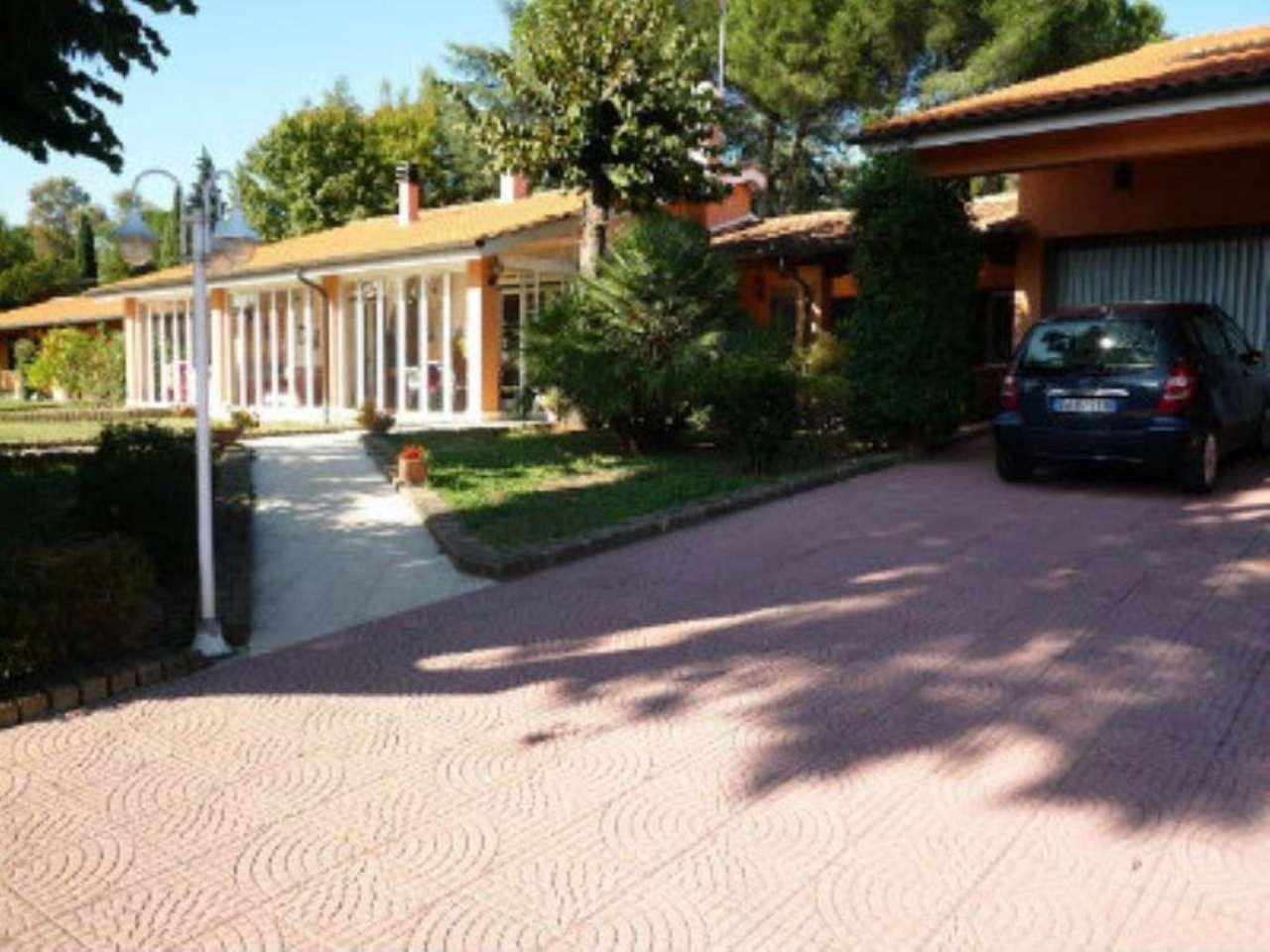 Villa in vendita a Roma, 9999 locali, zona Zona: 42 . Cassia - Olgiata, prezzo € 780.000 | CambioCasa.it