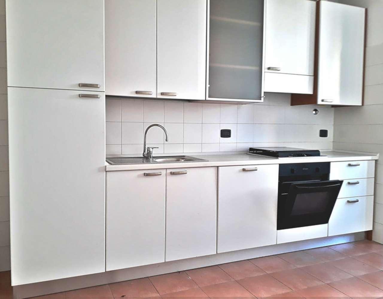 Appartamento in affitto Zona C.so Garibaldi, De Amicis, Cairoli,... - via Festa del Perdono 1 Milano