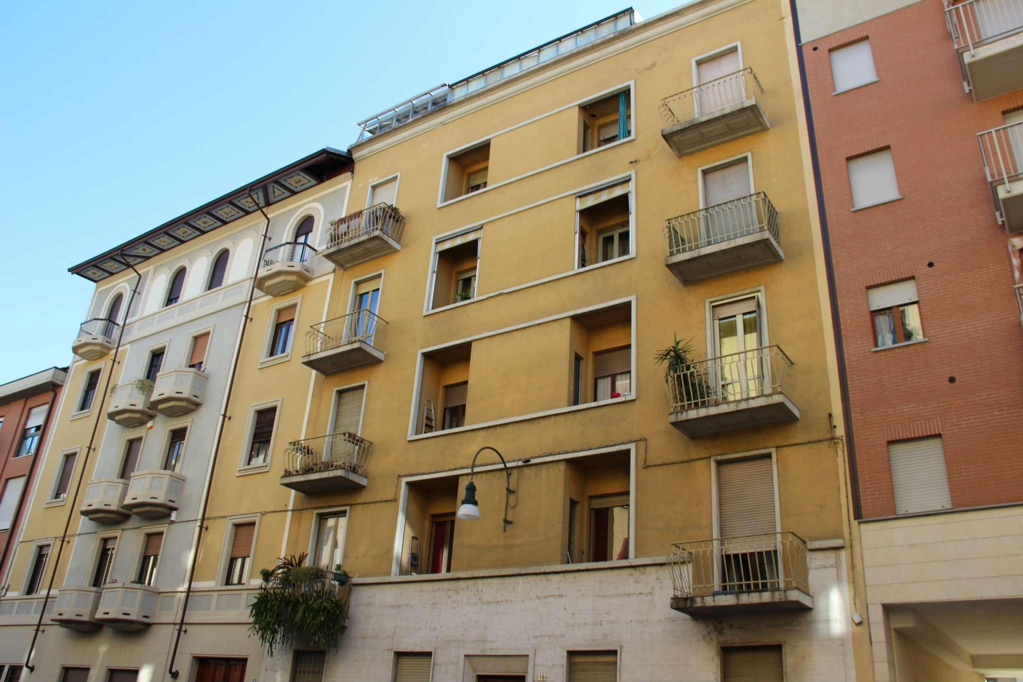 Bilocale Torino Via Perosa 1