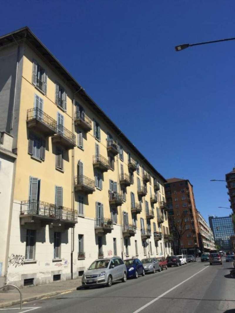 Bilocale Torino Via Lancia 1