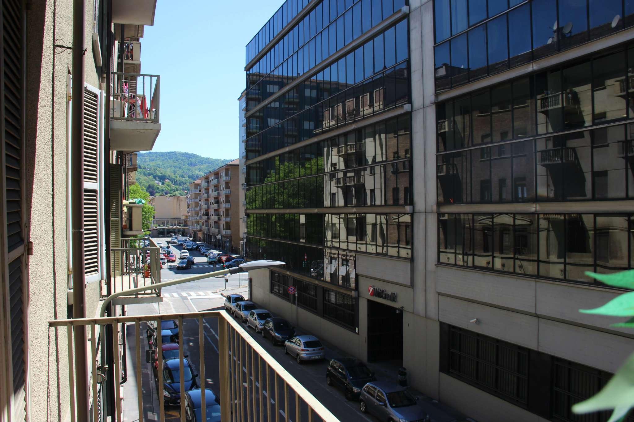 Bilocale Torino Via Chisola 5