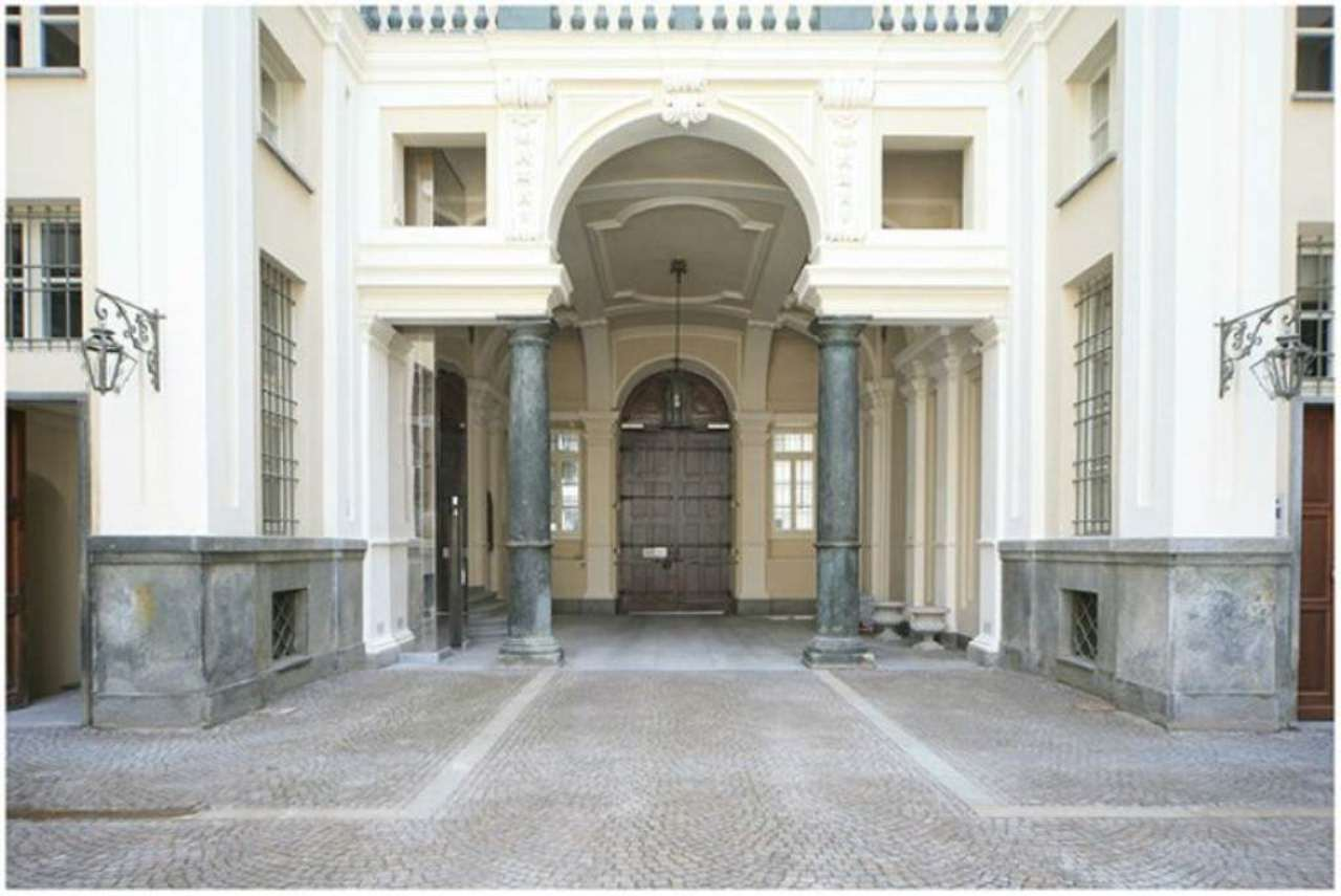 Bilocale Torino Piazza Savoia 4