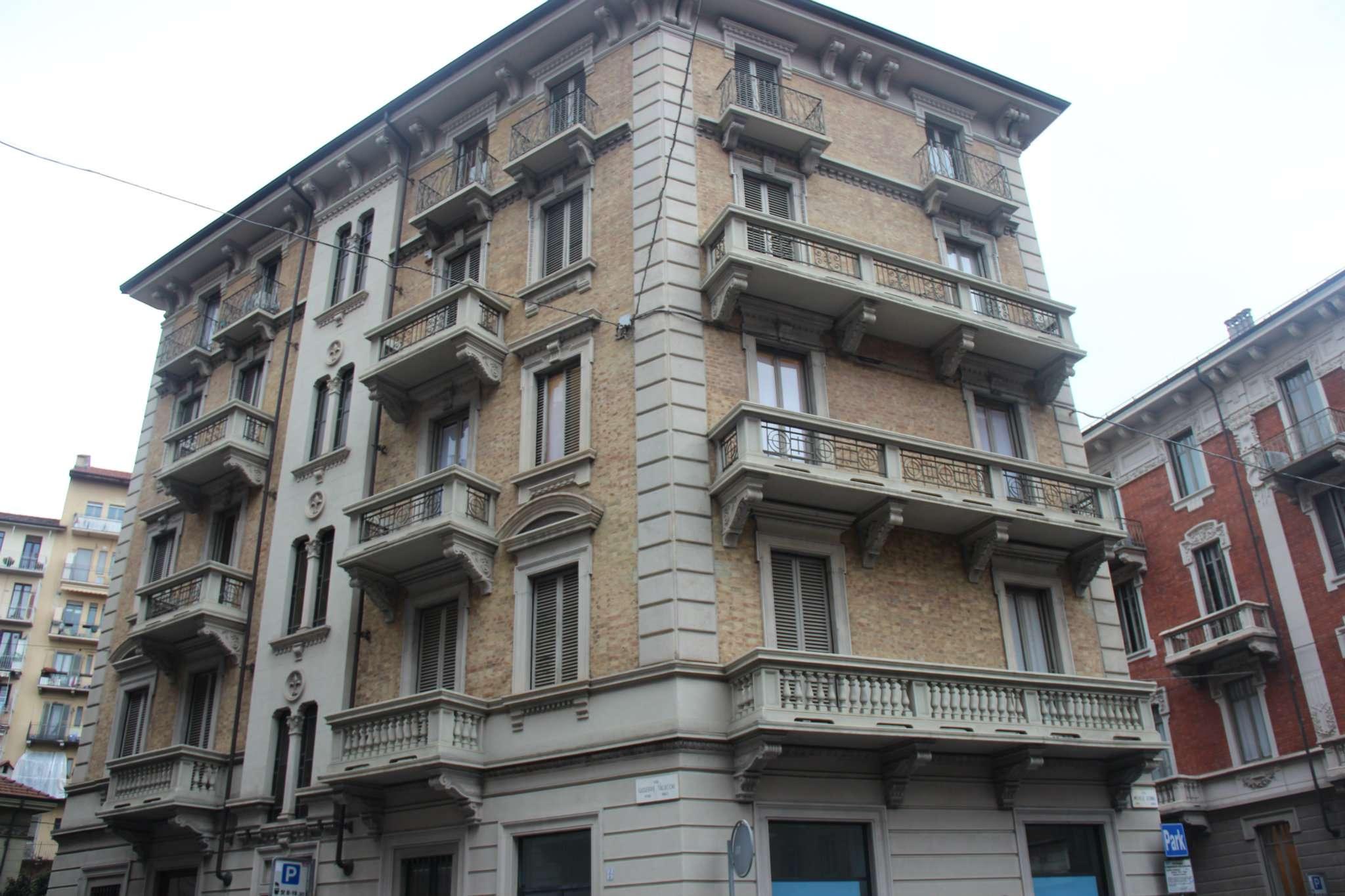 Immagine immobiliare Accogliente appartamento in palazzina Liberty Cit Turin, Via Talucchi. Proponiamo in locazione accogliente appartamento di circa mq 90 in affascinante palazzina liberty, soluzione angolare con splendido affaccio e tripla esposizione....