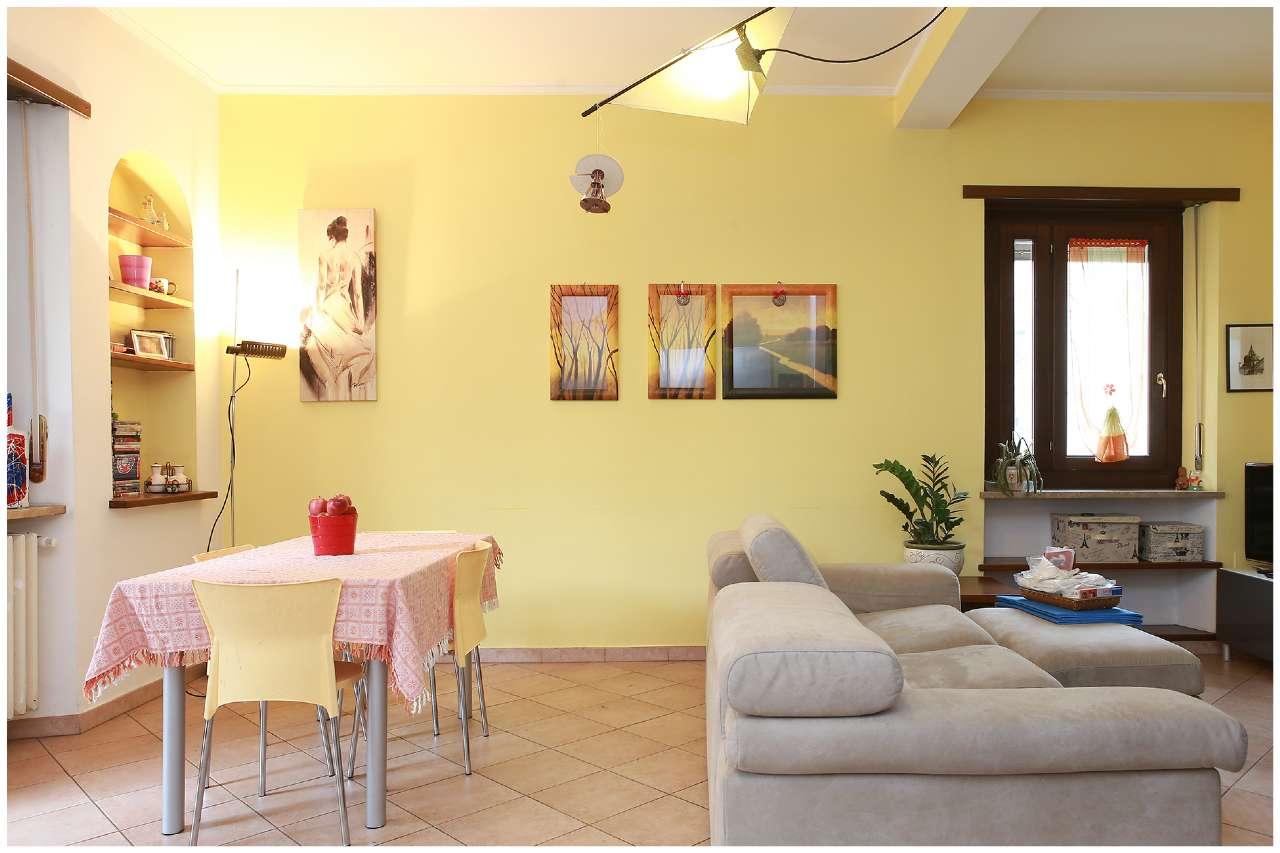 Immagine immobiliare Zona San Donato, Via Medail 34 appartamento di 116 mq. con Terrazzo Zona San Donato, Via Medail, 34 angolo Via Pinelli, a 400 mt dall'ospedale Maria Vittoria, in una zona ricca di servizi di ogni ordine e grado, proponiamo appartamento di...