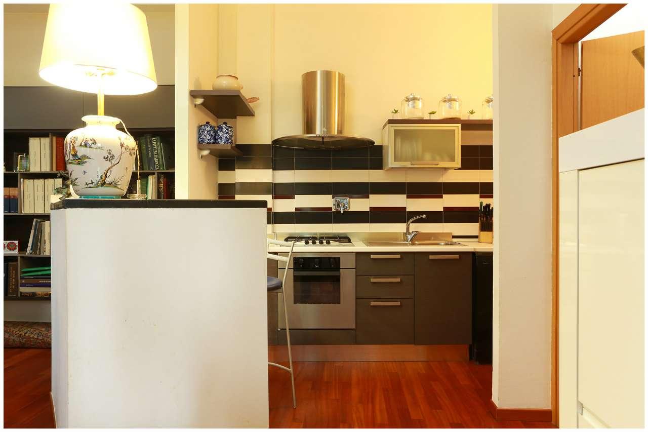 Immagine immobiliare Particolare ed accogliente loft Torino, Lungo Po Antonelli, proponiamo la vendita di particolare ed accogliente loft di circa 100 mq nell'interno cortile di signorile condominio degli anni '70 con servizio di portineria....