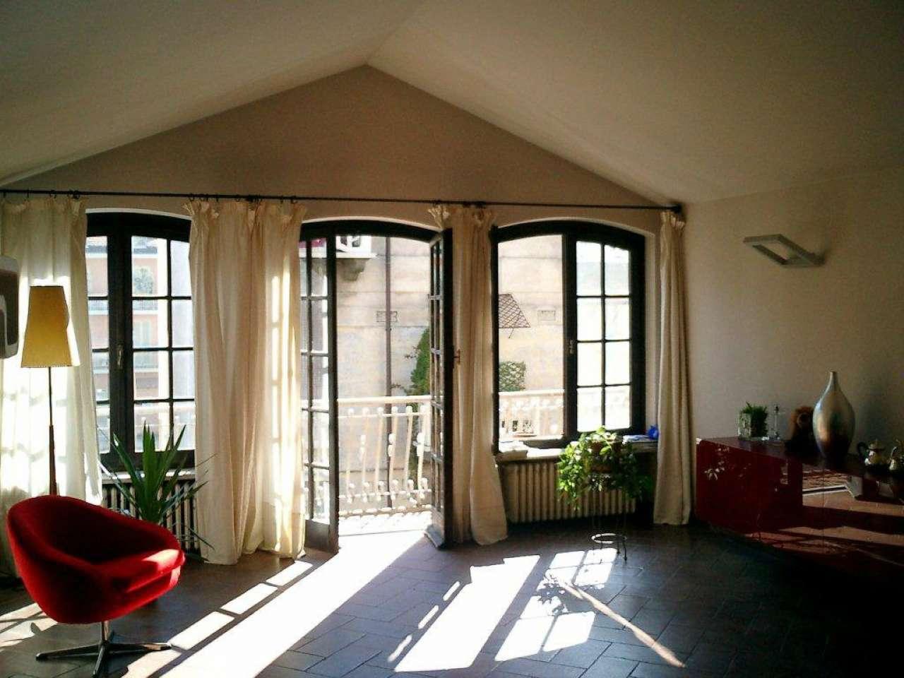 Immagine immobiliare Gran Madre - Affascinante appartamento mansardato Torino, Gran Madre - Via Ferrante Aporti, affittiamo affascinante appartamento di circa 130 mq al 3° ed ultimo piano di deliziosa palazzina degli anni '30 senza ascensore. L'immobile...