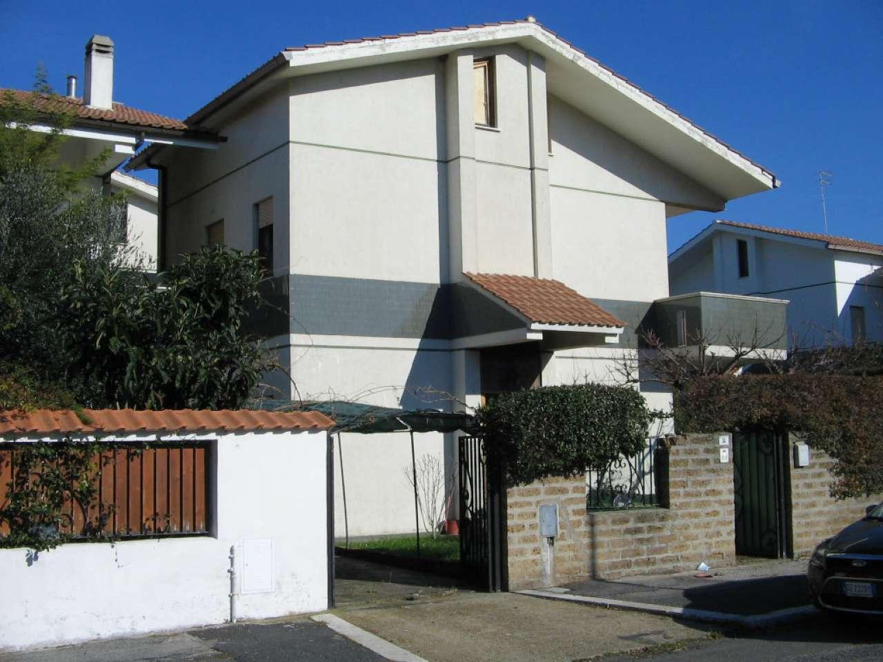 Villa in vendita a Cerveteri, 4 locali, prezzo € 160.000 | CambioCasa.it