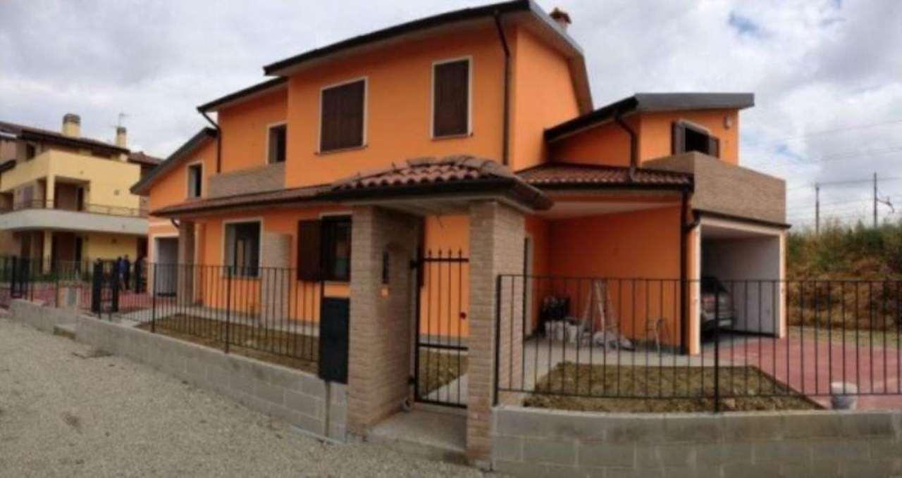 Villa in vendita a Casalpusterlengo, 5 locali, prezzo € 185.000 | Cambio Casa.it