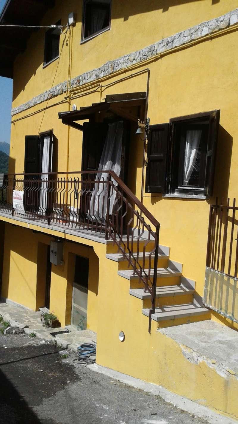 Foto 1 di Appartamento via VIA DELLE MANERE, frazione San Giacomo, Roburent