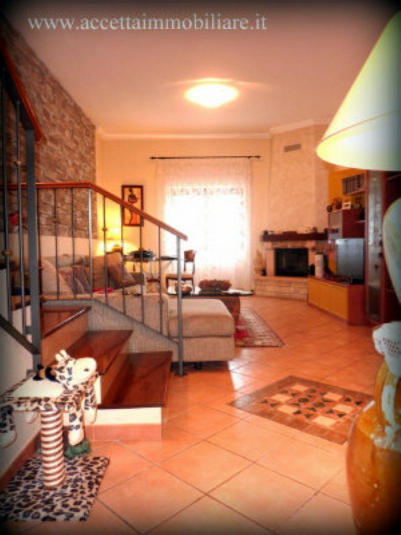 Villa in vendita a Taranto, 4 locali, prezzo € 159.000 | Cambio Casa.it