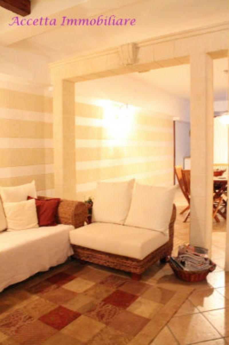 Villa in vendita a Taranto, 5 locali, prezzo € 195.000 | Cambio Casa.it