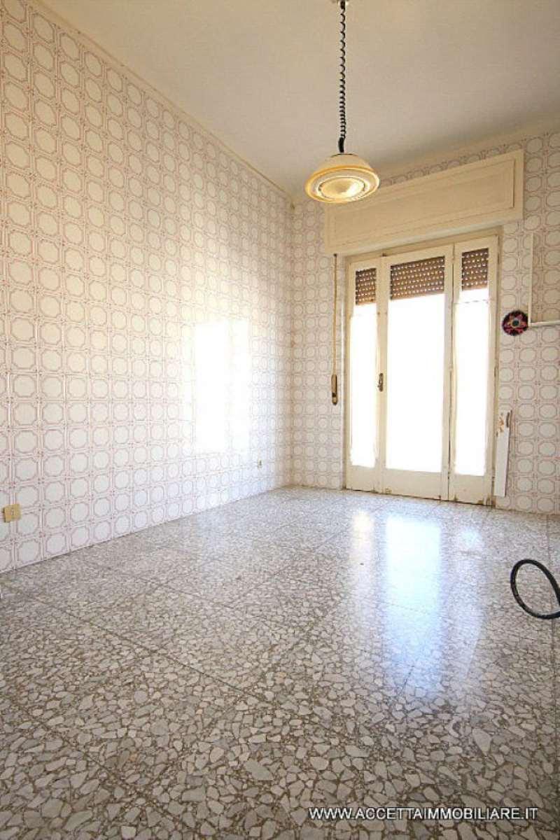 Bilocale Taranto Via Aristosseno 5