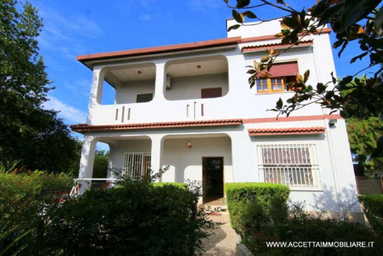 Villa in vendita a Taranto, 5 locali, prezzo € 198.000 | Cambio Casa.it