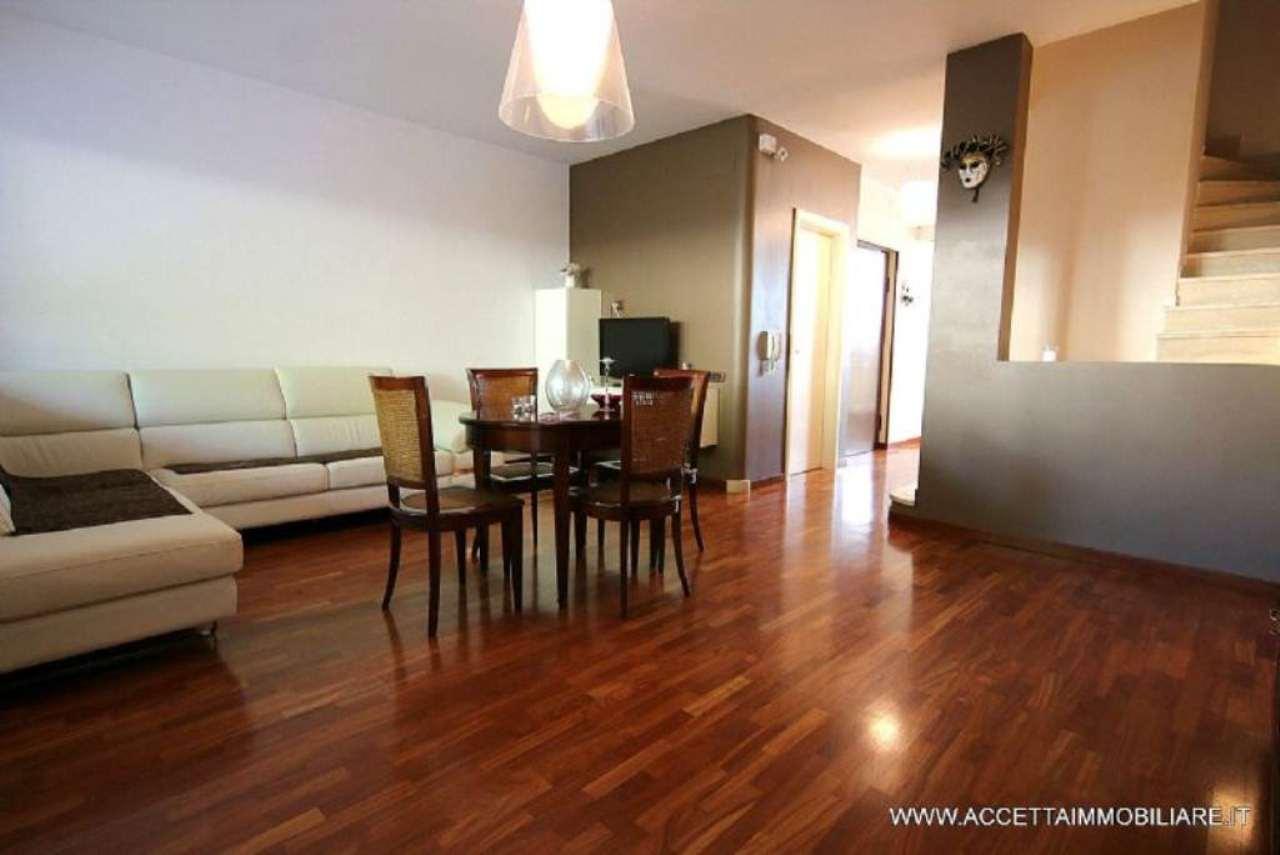 Villa in vendita a Taranto, 5 locali, prezzo € 218.000 | Cambio Casa.it