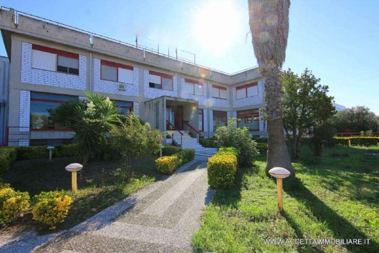Capannone in vendita a San Giorgio Ionico, 15 locali, prezzo € 690.000 | Cambio Casa.it