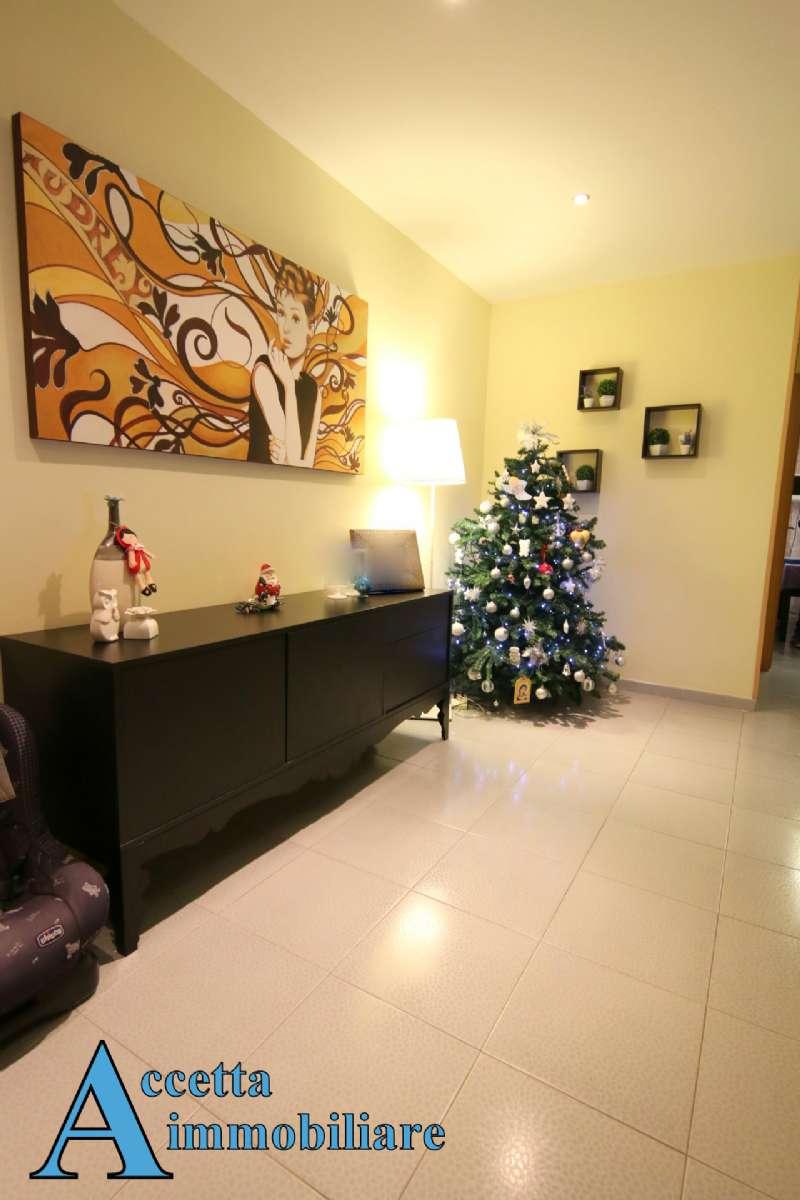 Villa in vendita a Taranto, 5 locali, prezzo € 159.000 | Cambio Casa.it