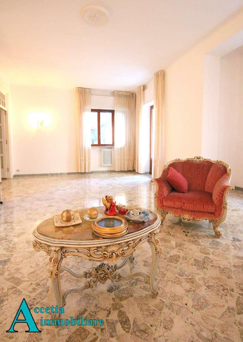 Appartamento in vendita a Taranto, 4 locali, prezzo € 235.000   CambioCasa.it