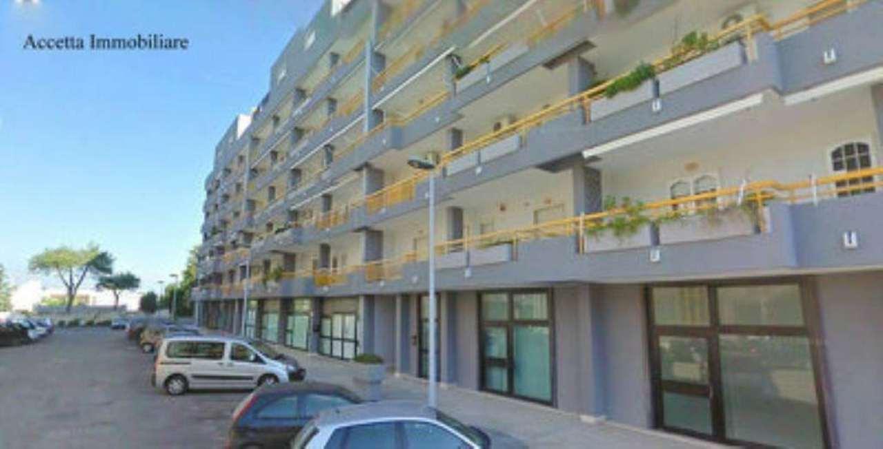 Negozio / Locale in affitto a Taranto, 4 locali, prezzo € 800 | CambioCasa.it
