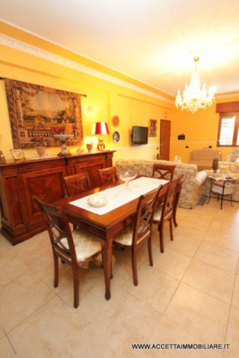 Villa in vendita a Taranto, 4 locali, prezzo € 158.000 | Cambio Casa.it