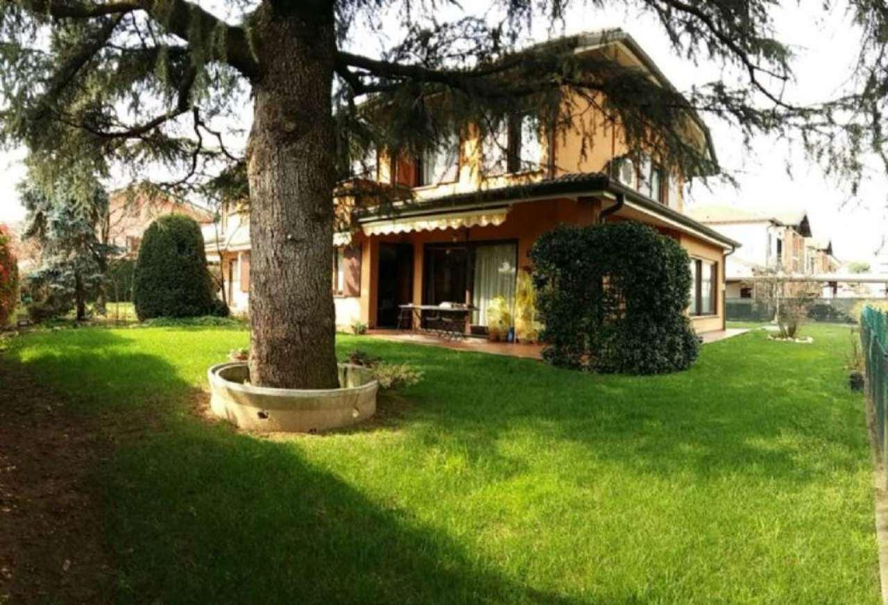 Villa in vendita a Garbagnate Milanese, 5 locali, prezzo € 450.000 | Cambio Casa.it