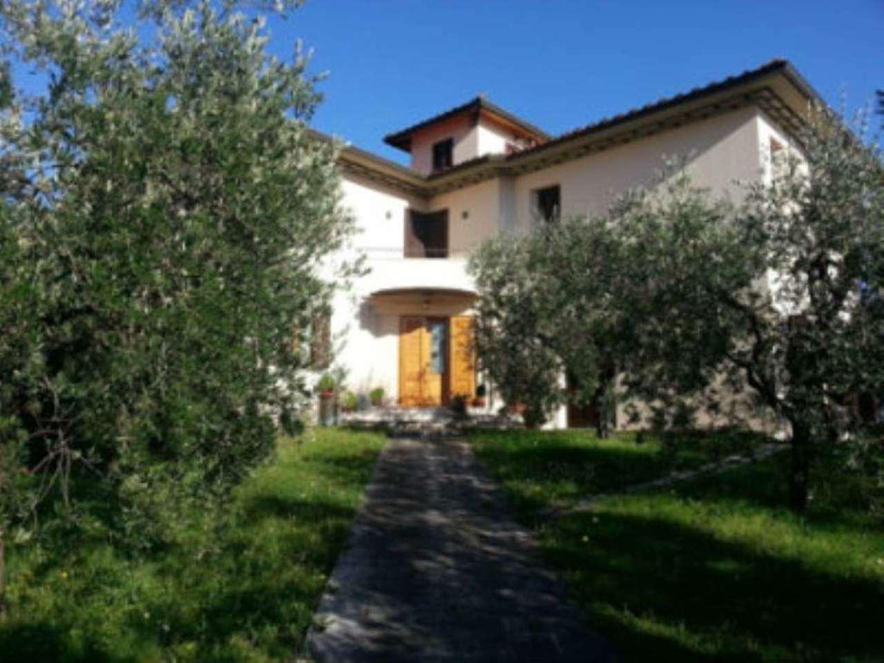 Villa in vendita a Pistoia, 10 locali, prezzo € 750.000 | CambioCasa.it