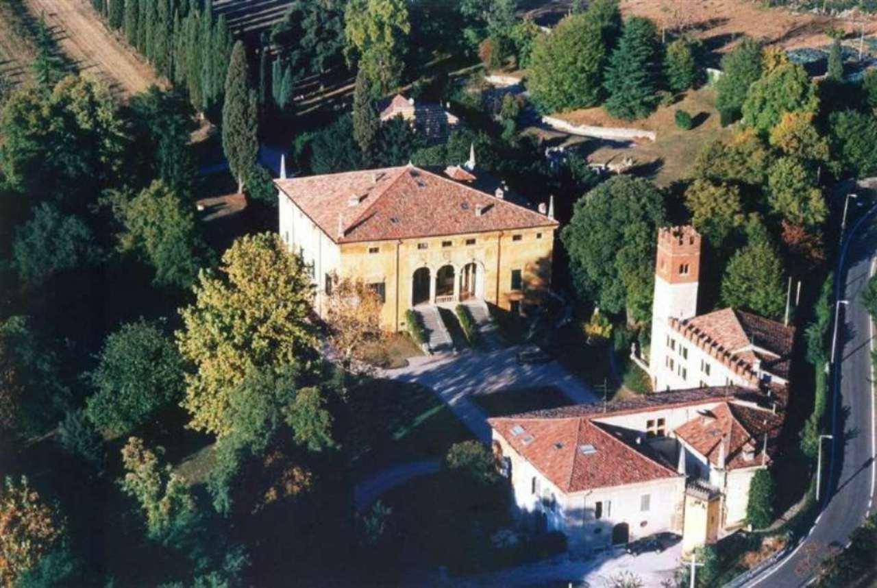 Villa in vendita a Verona, 38 locali, zona Zona: 7 . Mizzole - Montorio - Quinto - Santa Maria in Stelle, Trattative riservate | Cambio Casa.it