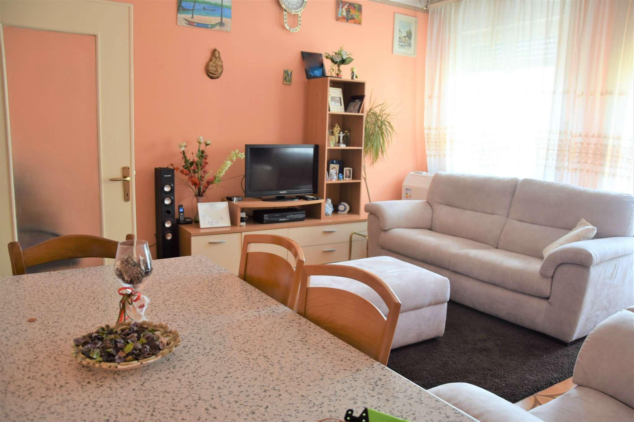 Appartamento in vendita a Cassano d'Adda, 4 locali, prezzo € 150.000   Cambio Casa.it