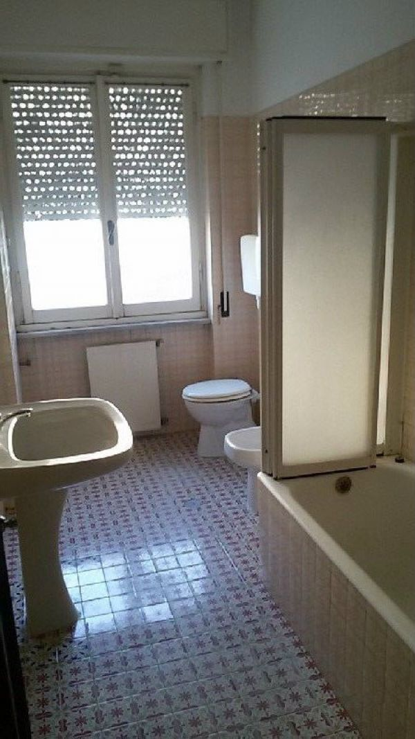 Appartamento in vendita a Arenzano, 6 locali, prezzo € 350.000 | Cambio Casa.it