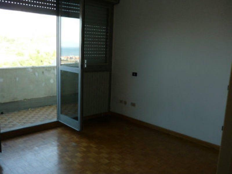 Bilocale Genova Via Pavese 5