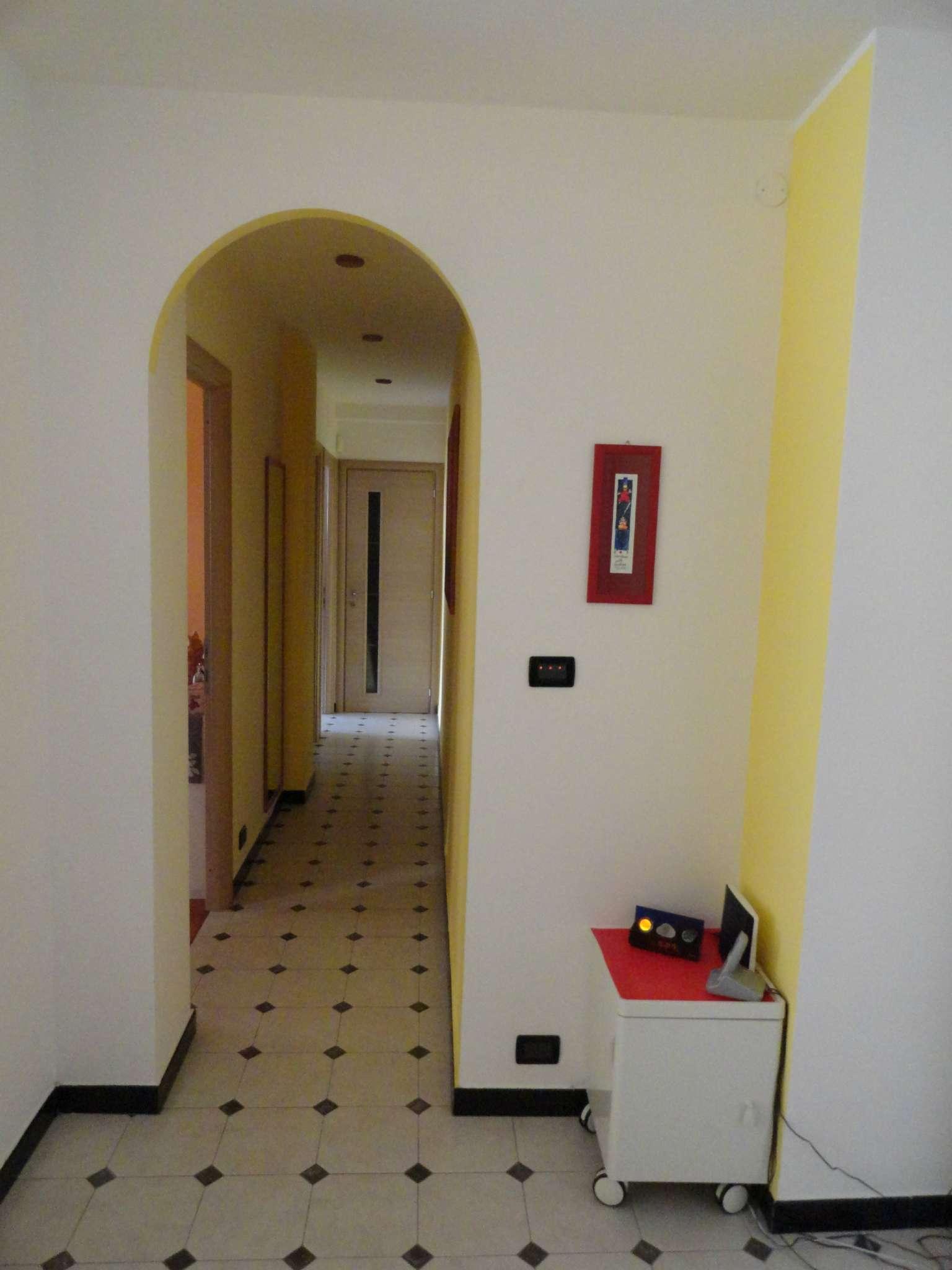 Bilocale Genova Via Ratto 4