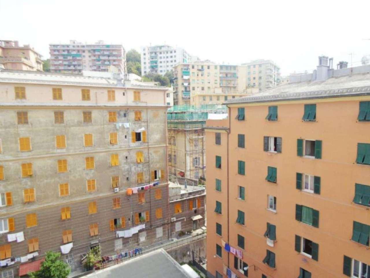 Bilocale Genova Piazza Ghiglione 11