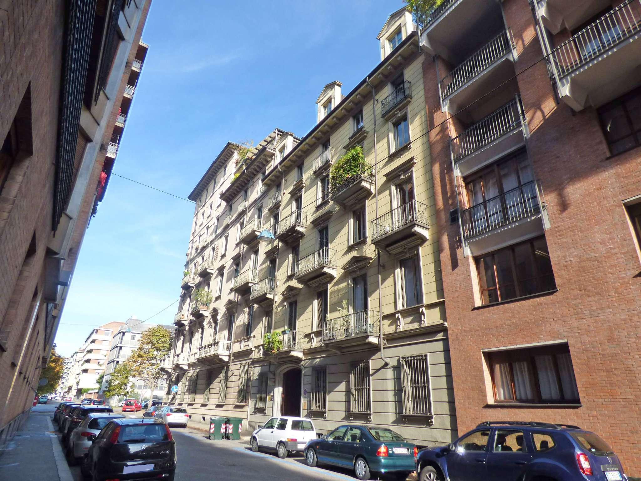 Bilocale Torino Via Montevecchio 5