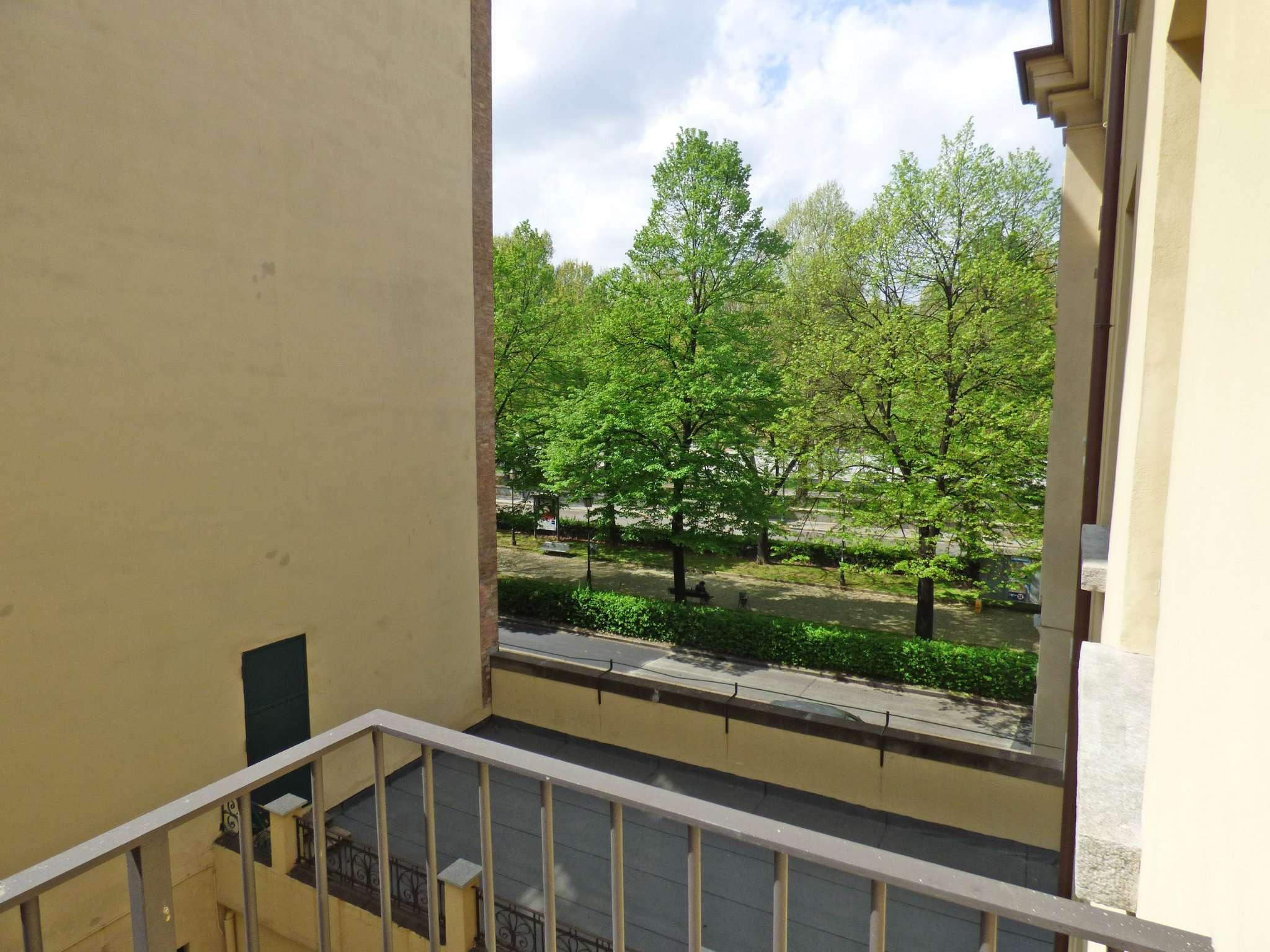 Bilocale Torino Via Barbaroux 8