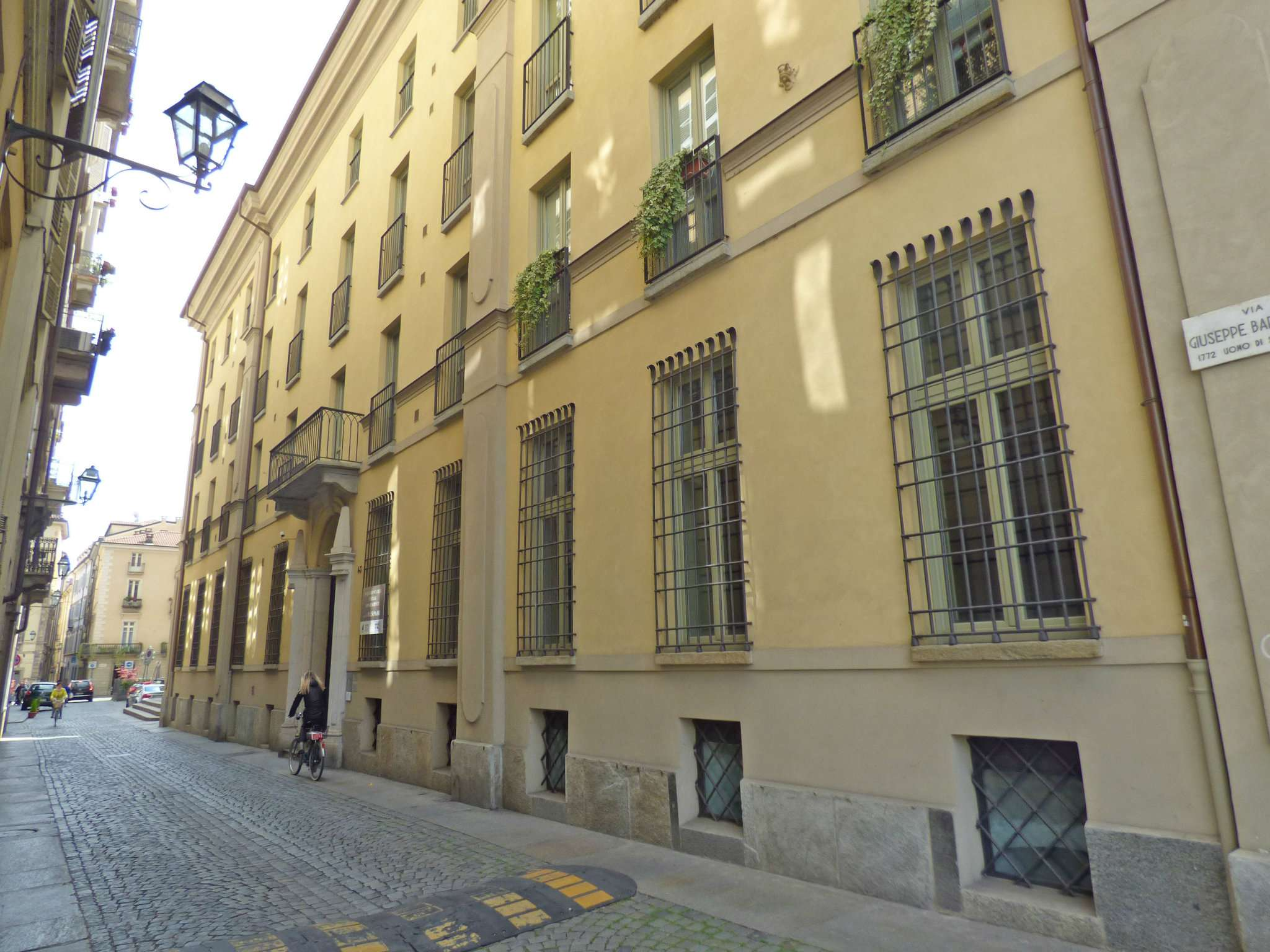 Bilocale Torino Via Barbaroux 10