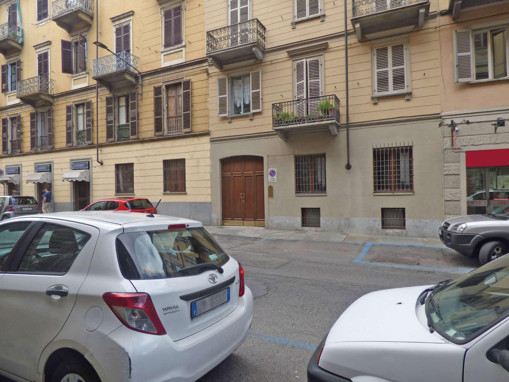 Bilocale Torino Via Santa Giulia 10