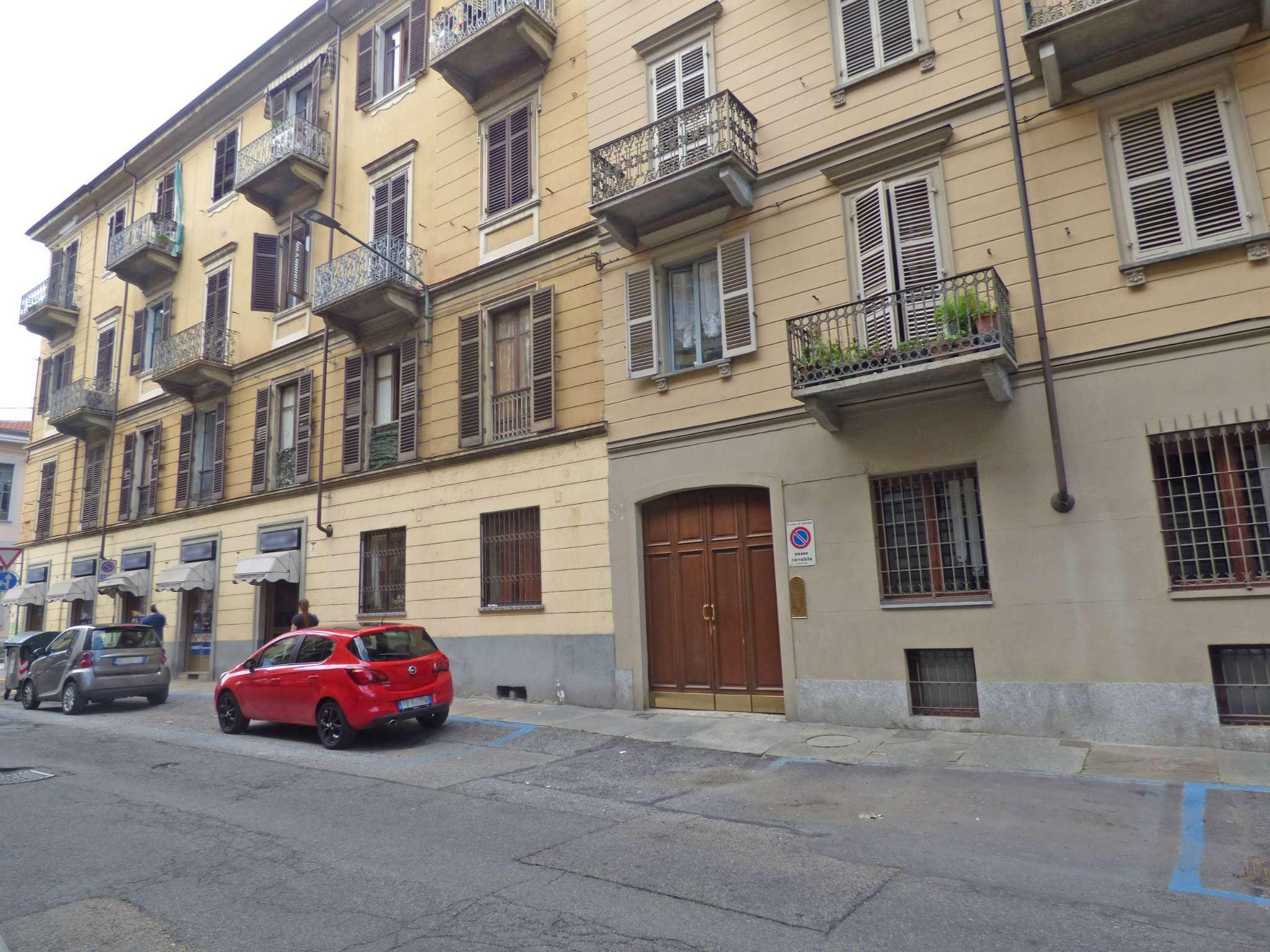 Bilocale Torino Via Santa Giulia 11
