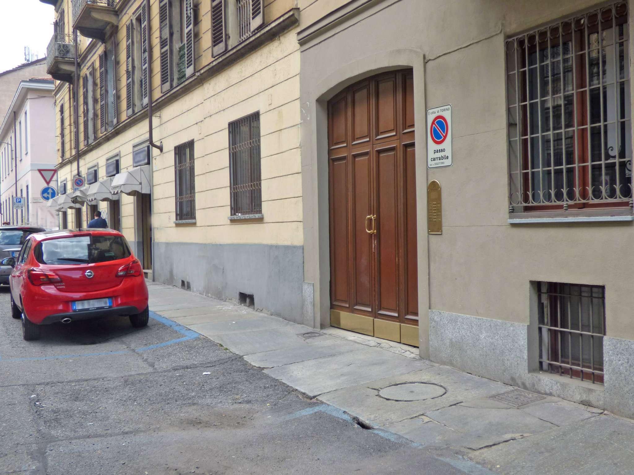 Bilocale Torino Via Santa Giulia 12