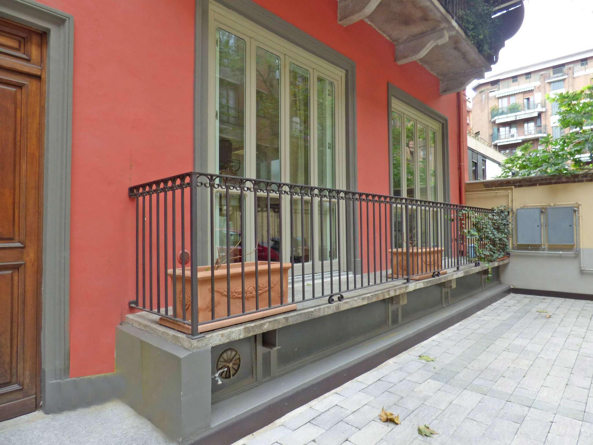 Bilocale Torino Via Montevecchio 3