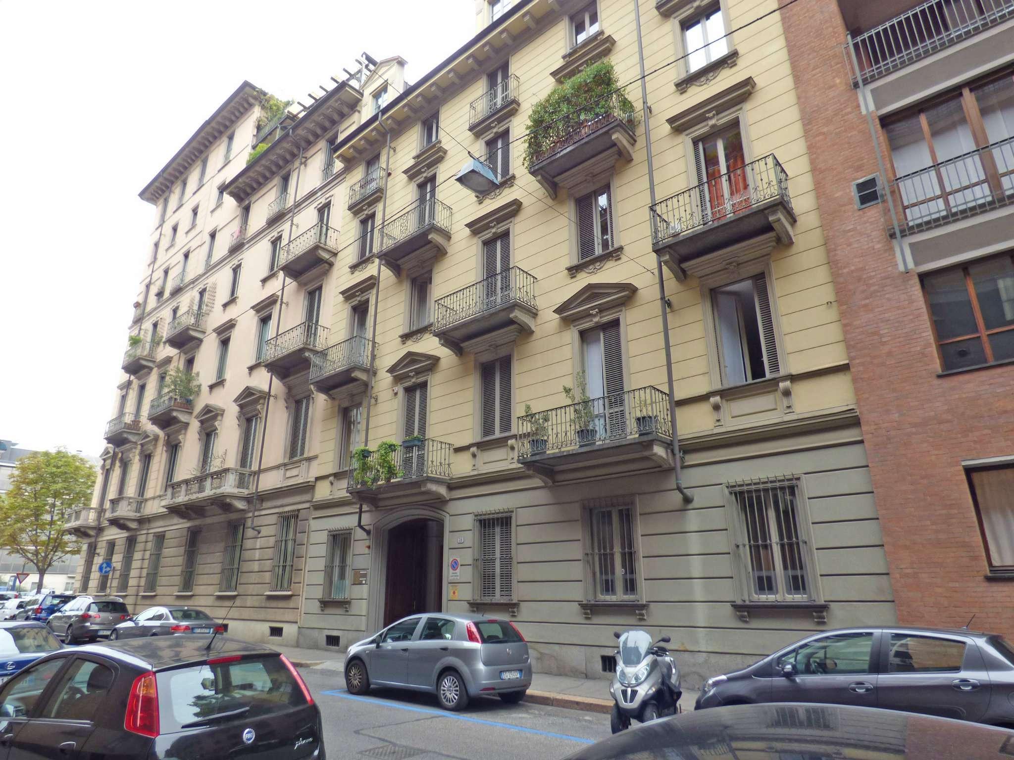 Bilocale Torino Via Montevecchio 6