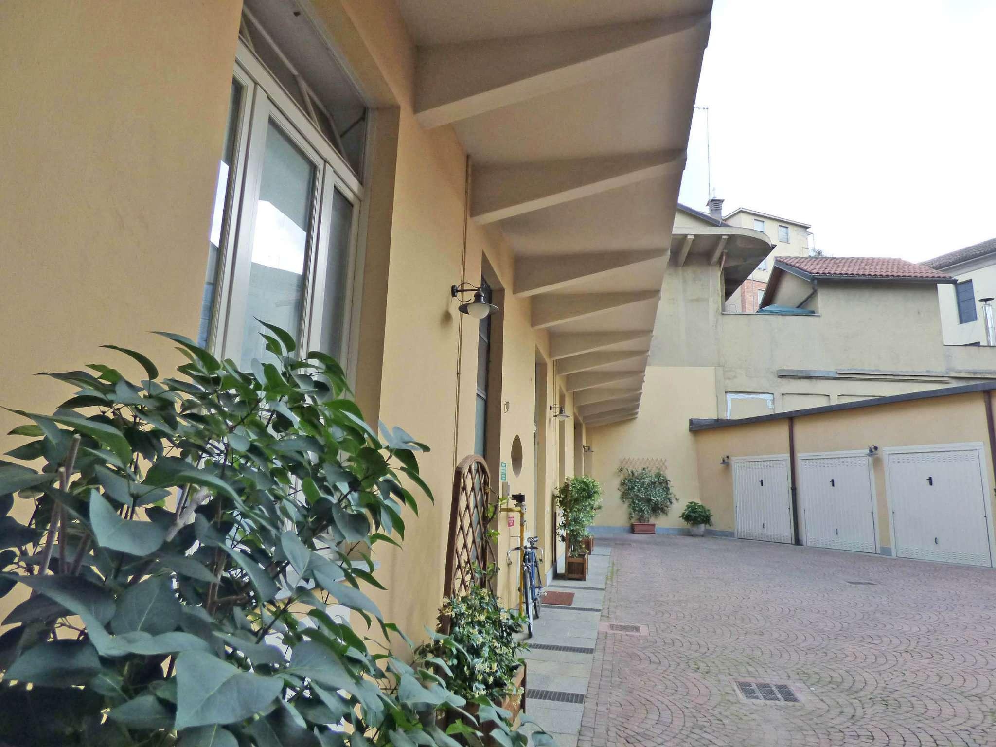 Bilocale Torino Via Balbis 9
