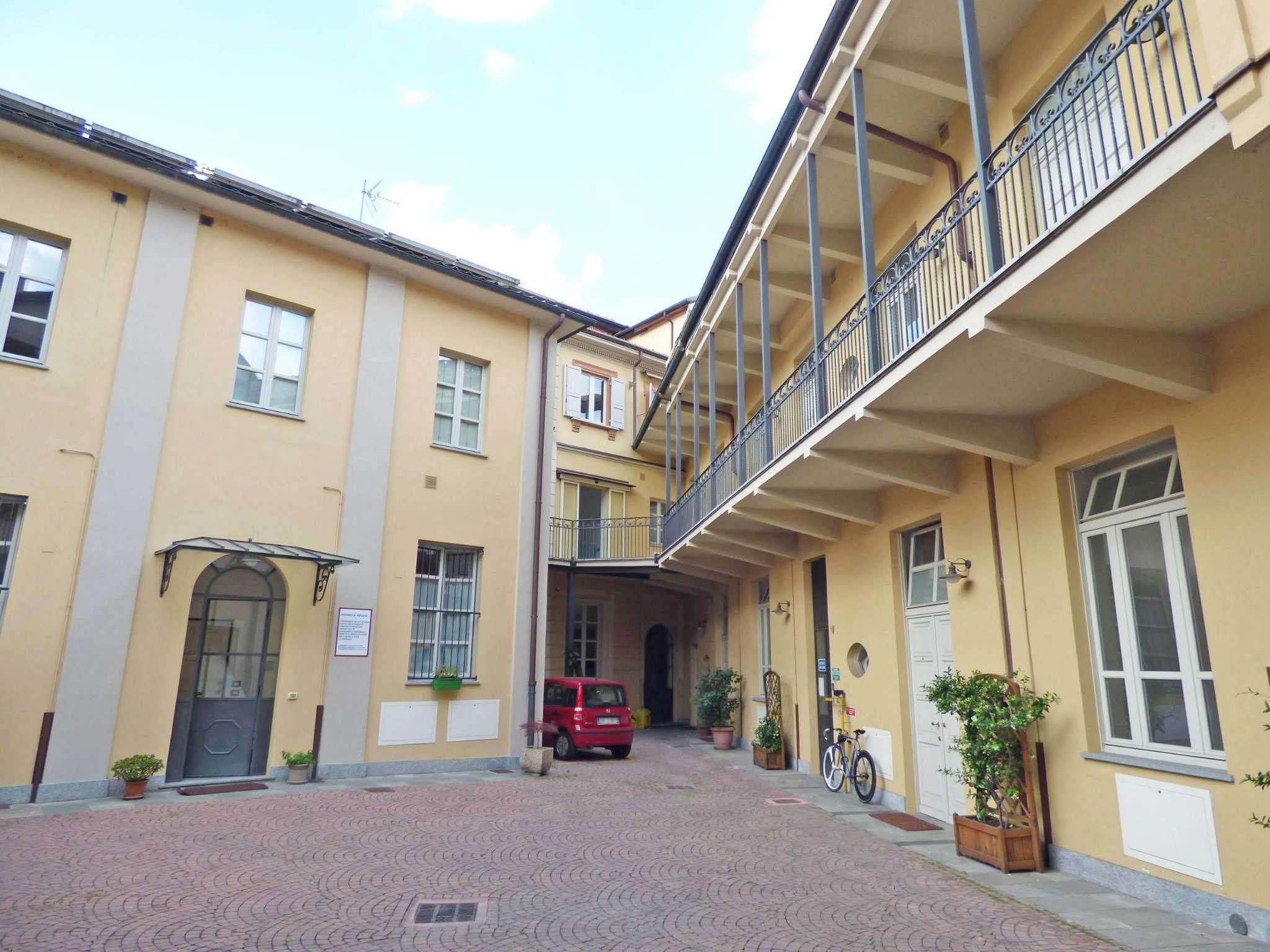 Bilocale Torino Via Balbis 1