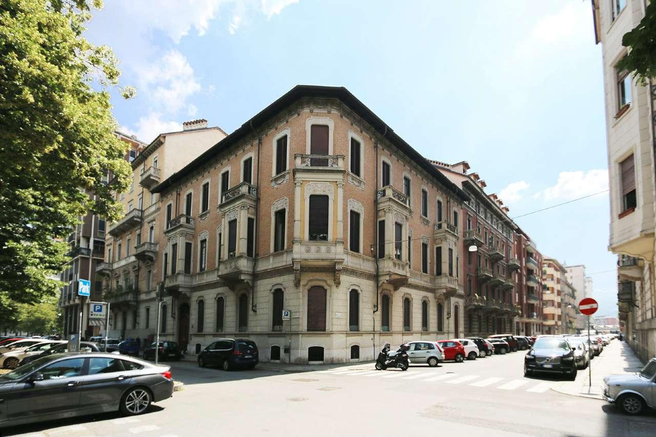 Foto 1 di Appartamento corso Re Umberto, Torino (zona Crocetta, San Secondo)